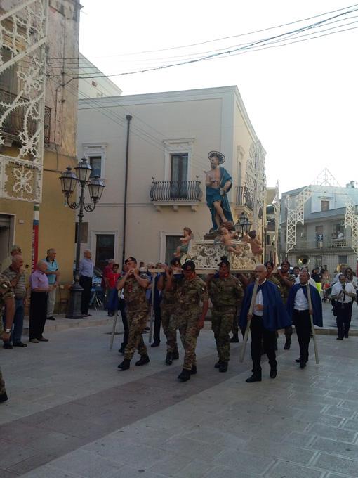 - Processione a Cellino San Marco.